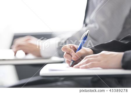 手與圓珠筆,女人 43389278