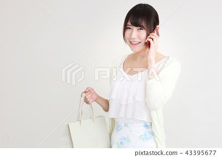 ผู้หญิงช้อปปิ้ง 43395677