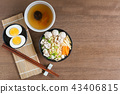 instant noodle with pork and vegetable 43406815