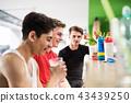 男性 男人 喝酒 43439250