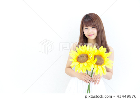 成熟的女人 一個年輕成年女性 女生 43449976