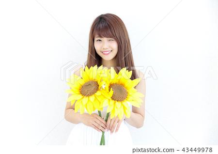 成熟的女人 一個年輕成年女性 女生 43449978