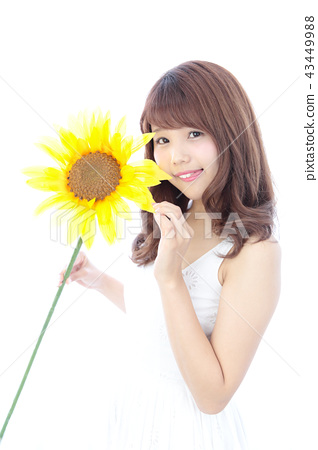 Young woman with sunflower 43449988