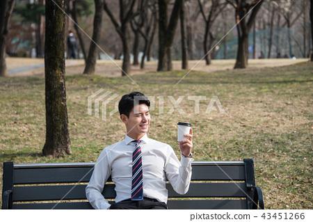 Office worker drinking coffee 43451266