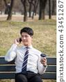 전화받는 회사원 43451267