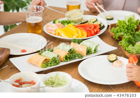 玉米餅 家庭聚會 成熟的女人 43476103