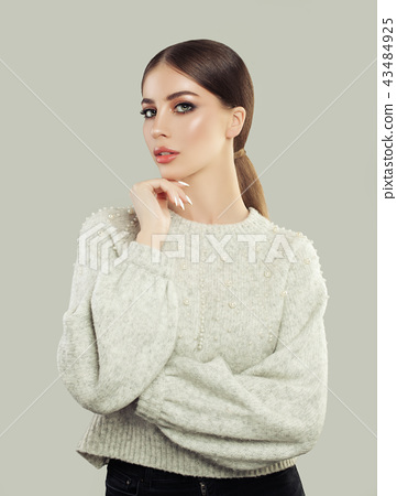 Smart student girl in casual clothes 43484925