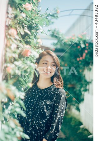 Flower living female portrait 43493382