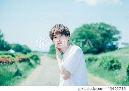 Lifestyle male portrait 43493756