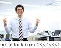 일하는 남성 43525351