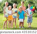 kids standing in park 43530152