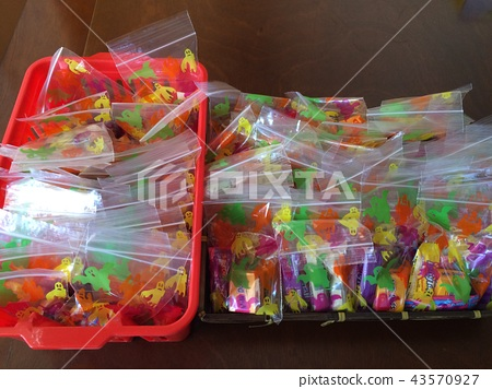 A set of sweets to give to Halloween kids 43570927
