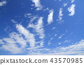 상쾌한 푸른 하늘과 구름 43570985