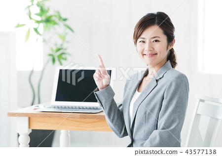 여성 비즈니스 사무실 컴퓨터 비즈니스 우먼 43577138