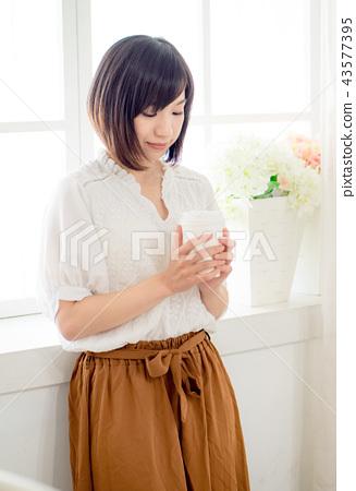 窗邊的女孩 43577395