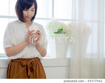 窗邊的女孩 43577442