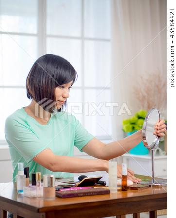 化妝的女孩 43584921