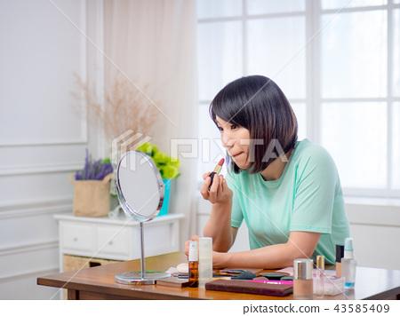 化妝的女孩 43585409