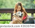 젊은여자, 개, 강아지, 애완동물, 골든 리트리버 43630744