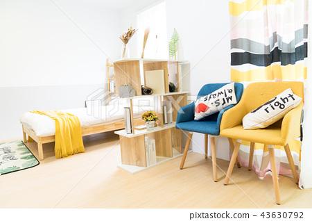 日本台湾室内居家床铺温馨沙发地毯椅子桌子台灯造景书桌抱枕木头地板木纹浪漫干燥花留白空白素材情侣家庭 43630792