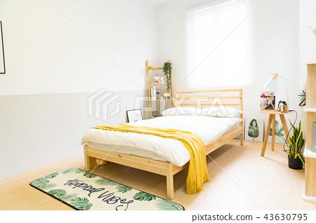 日本台灣室內居家床鋪溫馨沙發地毯椅子桌子檯燈造景書桌抱枕木頭地板木紋浪漫乾燥花留白空白素材情侶家庭 43630795