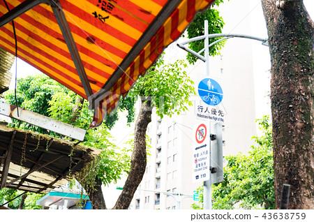 亞洲中國台灣台北街道號誌交通路標行人法律 43638759