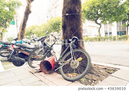 亞洲中國台灣台北街道號誌交通路標行人法律自行車單車腳踏車 43639010