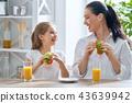 母親 早餐 女兒 43639942