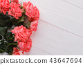Bouquet of red roses on white wood. 43647694