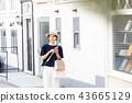 A young woman who enjoys shopping 43665129