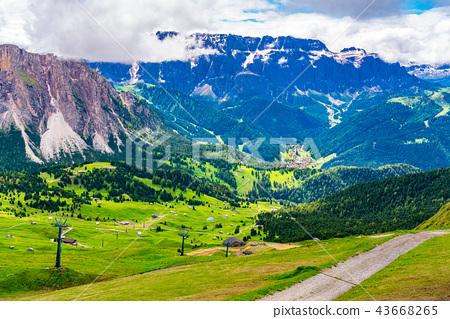Beautiful view of the limestone mountain 43668265