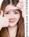 woman making frame gesture 43704080