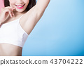 woman with armpit plucking 43704222