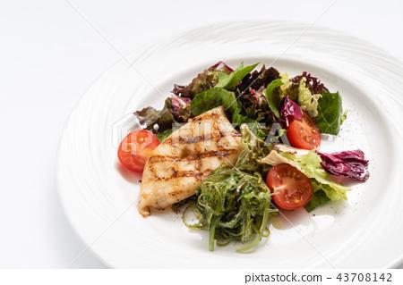 grilled calamari with salad 43708142