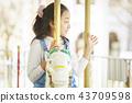 使用在遊樂園的女孩 43709598