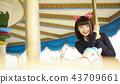 高中女孩在遊樂園裡玩 43709661