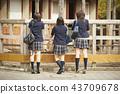 高中女生在動物園玩 43709678
