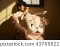 做兼職工作的女孩在遊樂園 43709922
