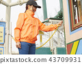 做兼職工作的女孩在遊樂園 43709931