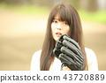 캐치볼하는 여성 43720889