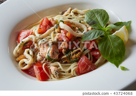 Seafood pasta Spaghetti with Clams, Prawns, Seafood Cocktail close up 43724068