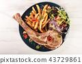 Tomahawk pork chop  43729861