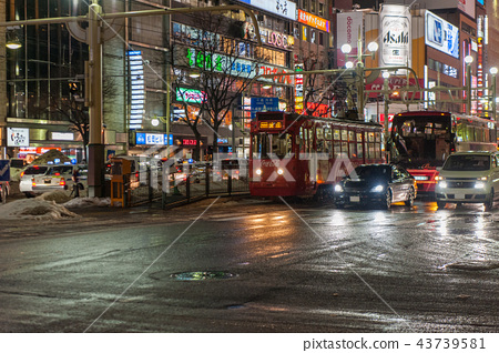 冬天北海道札幌市的夜景  43739581