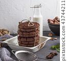 cookies, milk, cookie 43744211