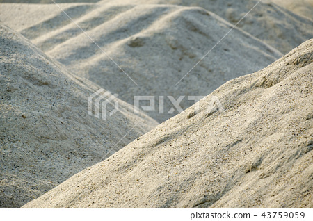 sand for sand bunker in golf course 43759059