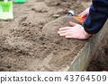 孩子们在公园里玩 43764509