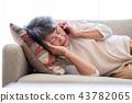 老人 電話 生病的 43782065