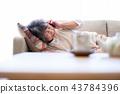 老人 電話 生病的 43784396