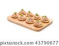 tuna salad with cracker 43790677