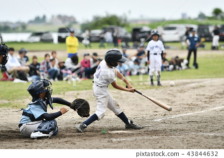 Boy baseball game 43844632